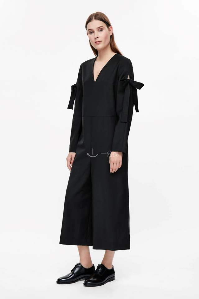 JUMPSUIT WITH SLEEVE TIE